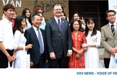 US ambassador pays visit to Hanoi's Temple of Literature